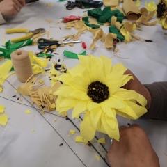 Rozpoczęły się WARSZTATY Z BIBUŁKARSTWA (robienie kwiatków i innych ozdób z bibuły)